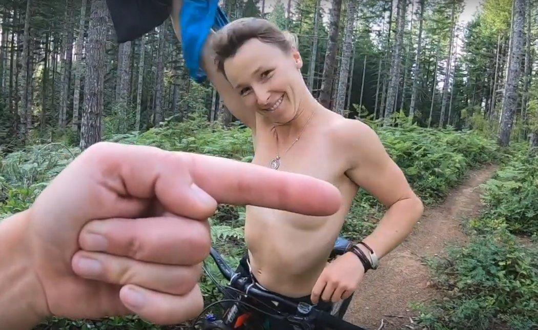Prsa odhalila i sama Pančochová