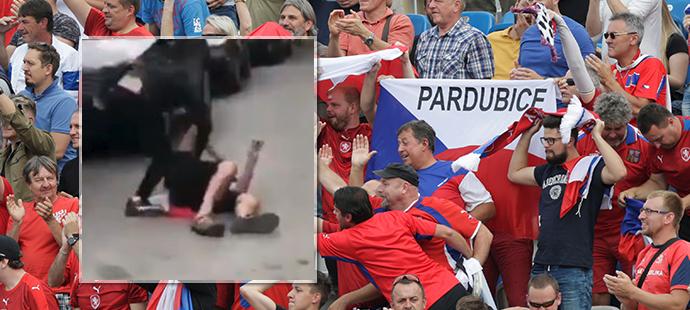 České fanoušky napadli chuligáni v Kosovu. Vzduchem létaly pěsti