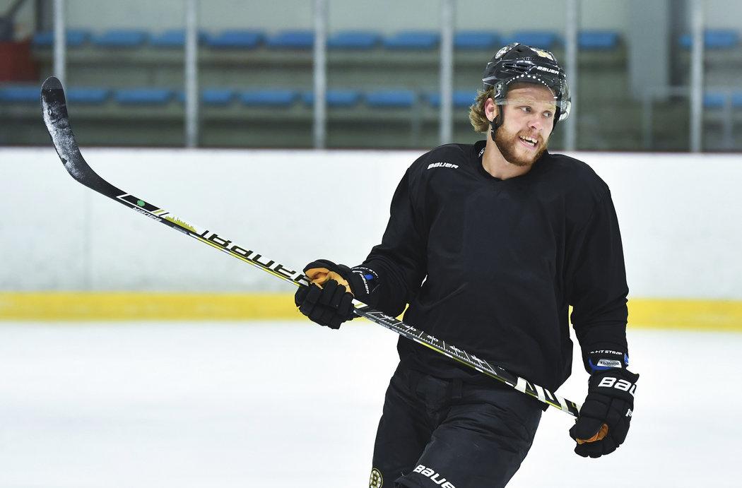 David Pastrňák na ledě během tréninku v Letňanech.