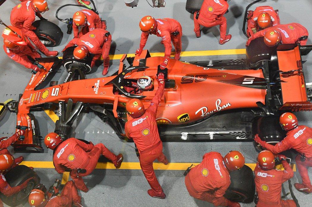 Zastávka v boxech a následný nečekaný 'undercut' dostaly Sebastiana Vettela po více než roce na nejvyšší stupínek v závodě formule 1