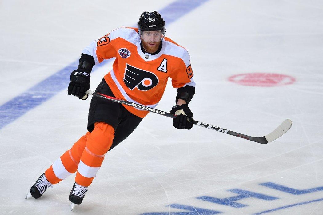 Kapitán hokejové reprezentace Jakub Voráček v dresu Philadelphie se prohání na ledě O2 areny