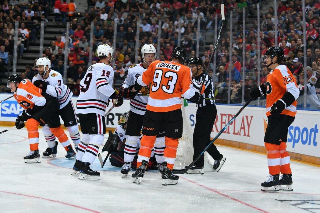 Potyčka mezi Flyers a Blackhawks, do které se zapletl i Jakub Voráček
