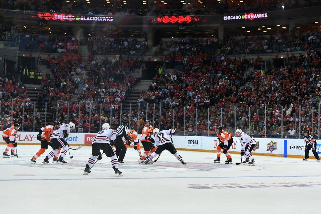 Pražský zápas NHL ovládli Philadelphia Flyers po bitvě s Chicago Blackhawks, které porazili 4:3