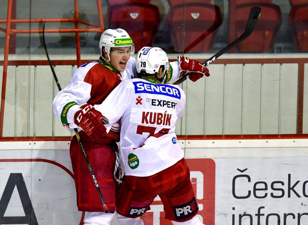 Hokejisté Slavie otočili dohrávku 17. kola proti Benátkám nad Jizerou a vyhráli 3:2