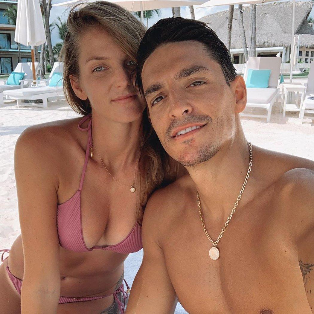 Šťastný pár na dovolené