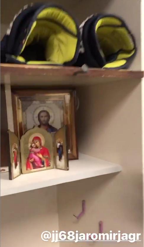 Jaromír Jágr fanouškům ukázal svoje místo v kabině, kde má vlastní oltář
