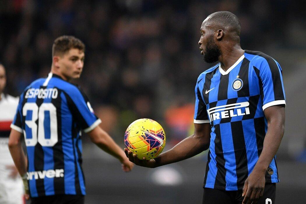 Romelu Lukaku přenechává penaltu mladíkovi Interu