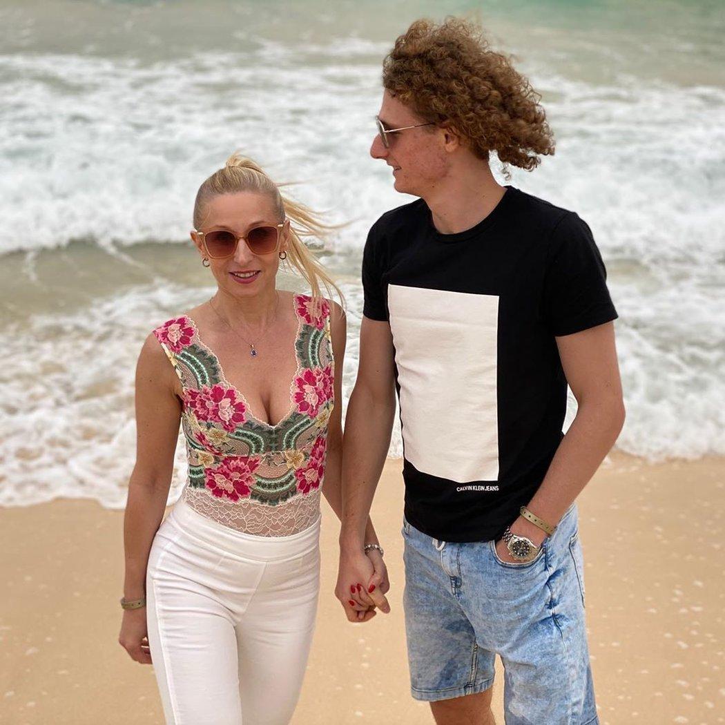 Fotbalista Alex Král s maminkou s Ľubicou