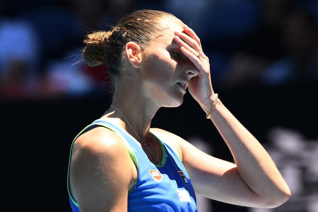 Turnajová dvojka a loňská semifinalistka Karolína Plíšková prohrála v Melbourne s Ruskou Anastasií Pavljučenkovovou dvakrát 6:7.