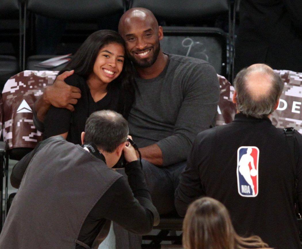 Někdejší hvězda NBA Kobe Bryant se svojí třínáctiletou dcerou Gigi, která se vydala v jeho basketbalových šlépějích