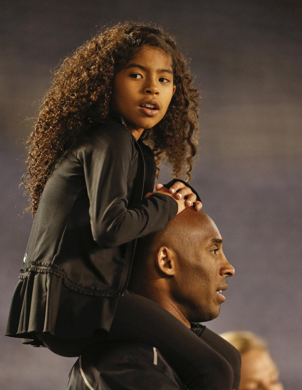 Kobe Bryant zahynul při nehodě soukromého vrtulníku  společně se svou 13letou dcerou Gigi