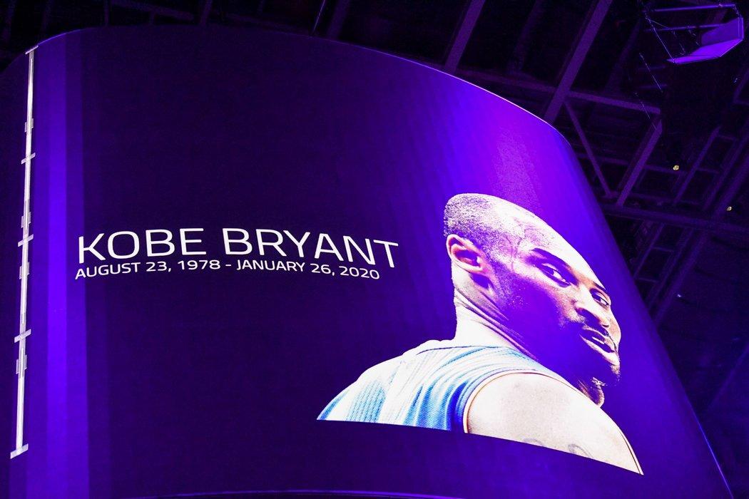 Minuta ticha před zápasem mezi Atlantou a Washingtonem na památku Kobeho Bryanta
