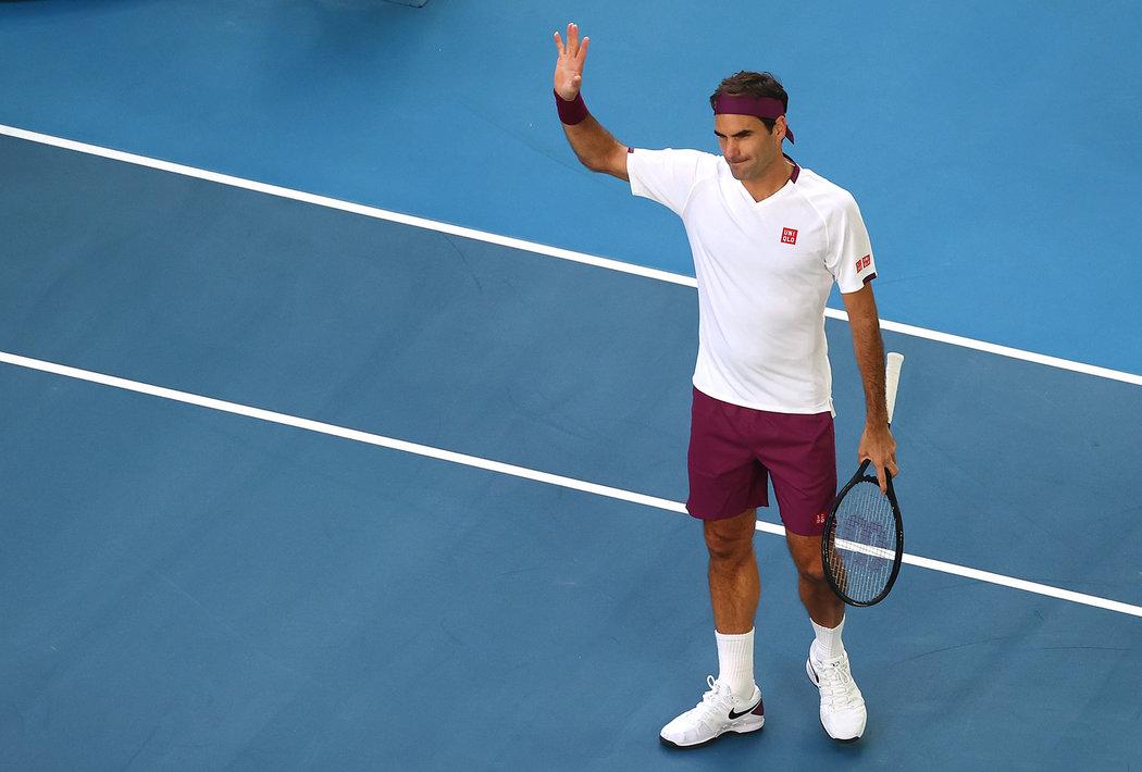 Roger Federer odvrátil ve čtvrtfinále Australian Open sedm mečbolů a porazil Američana Tennyse Sandgrena 6:3, 2:6, 2:6, 7:6 a 6:3.