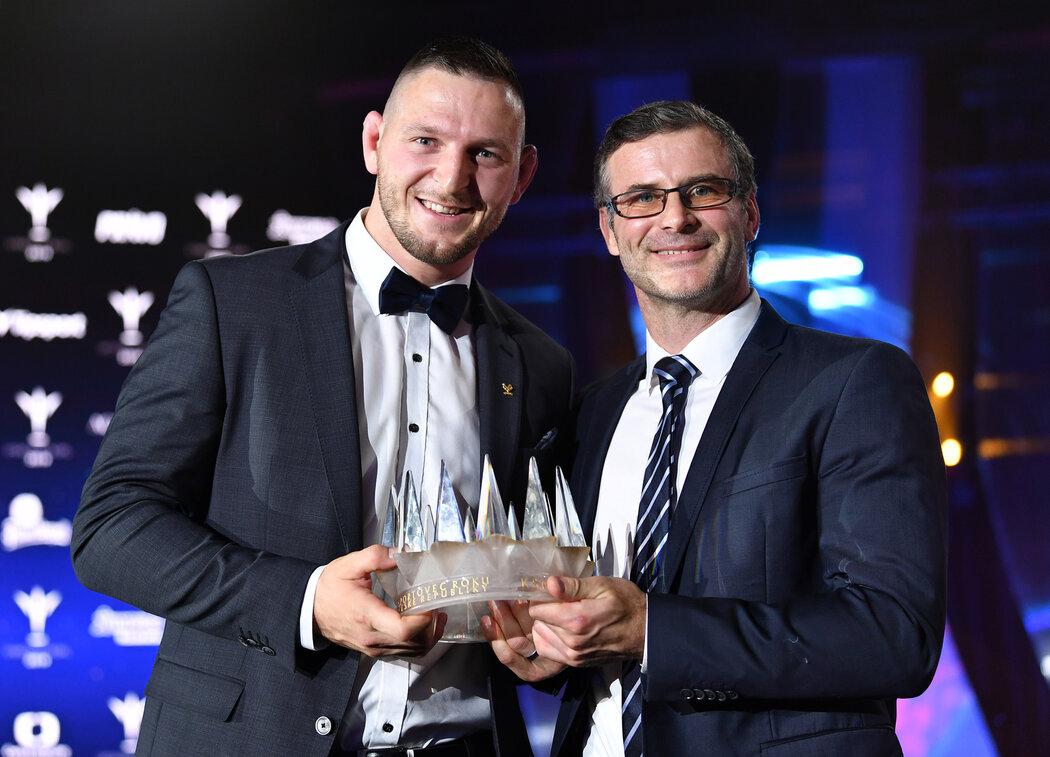 Lukáš Krpálek se svým trenérem Petrem Lacinou na vyhlášení Sportovce roku 2019