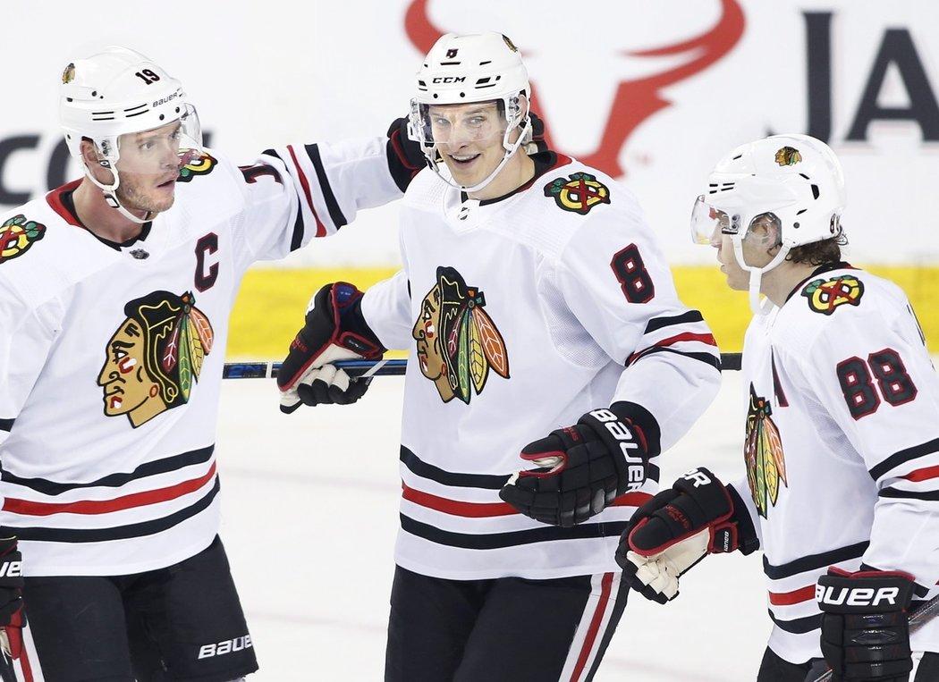 Dominik Kubalík překonal v NHL Davida Ritticha a ke gólu přidal i asistenci, čímž pomohl Chicagu k výhře 8:4 v Calgary. Český brankář byl ve 26. minutě za stavu 2:4 střídán.
