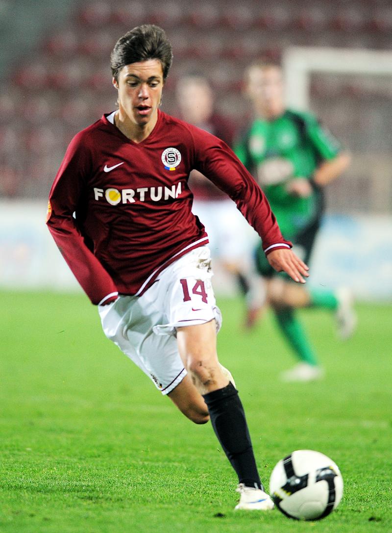 Ligový debut si odbyl Václav Kadlec za Spartu 25. října 2008 v utkání proti Příbrami, kdy ho kouč Jozef Chovanec poslal na hřiště v 86. minutě