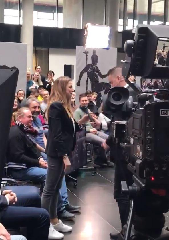 Fotbalista Petr Švancara přímo během vysílání talkshow Tiki Taka požádal krásnou partnerku Kamilu o ruku
