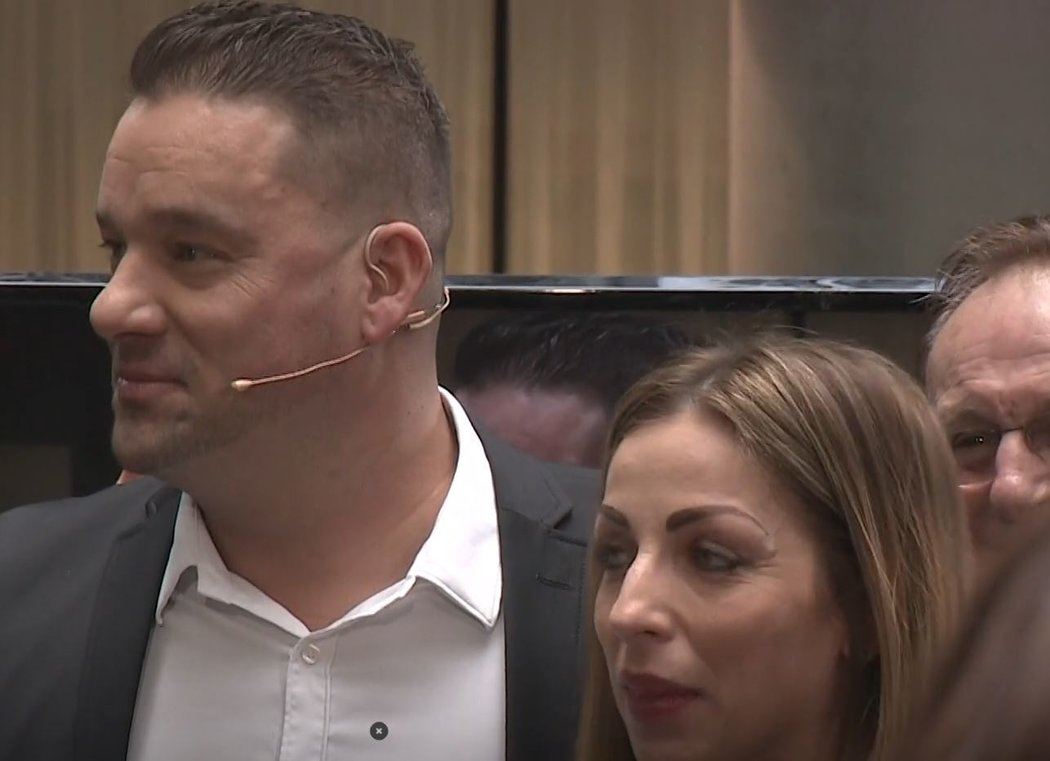 Petr Švancara požádal partnerku Kamilu o ruku ve fotbalové show Tiki-Taka