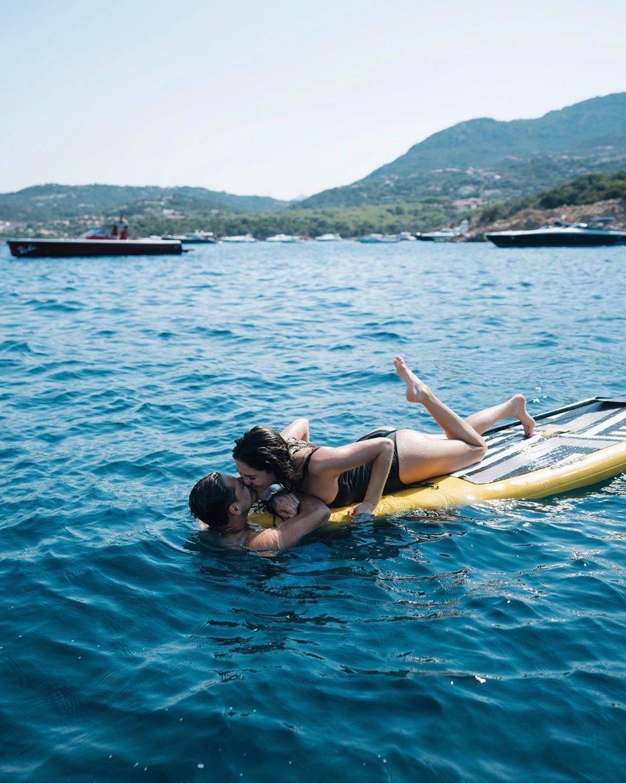 Romantika na moři v podání Sarah Kohenové a Javiera Hernándeze