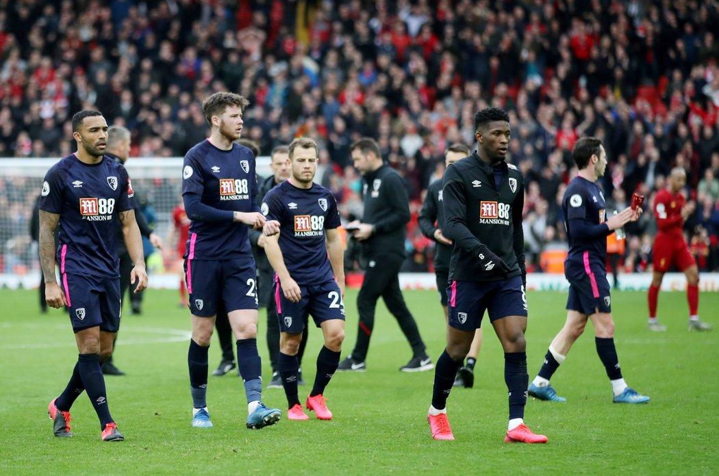 Hráči Bournemouthu po utkání s Liverpoolem, které prohráli 1:2