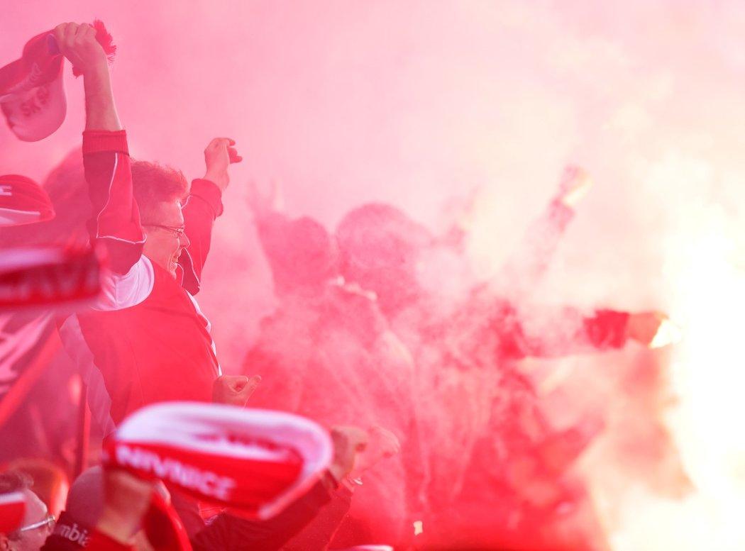 Fanoušci Slavie během derby se Spartou