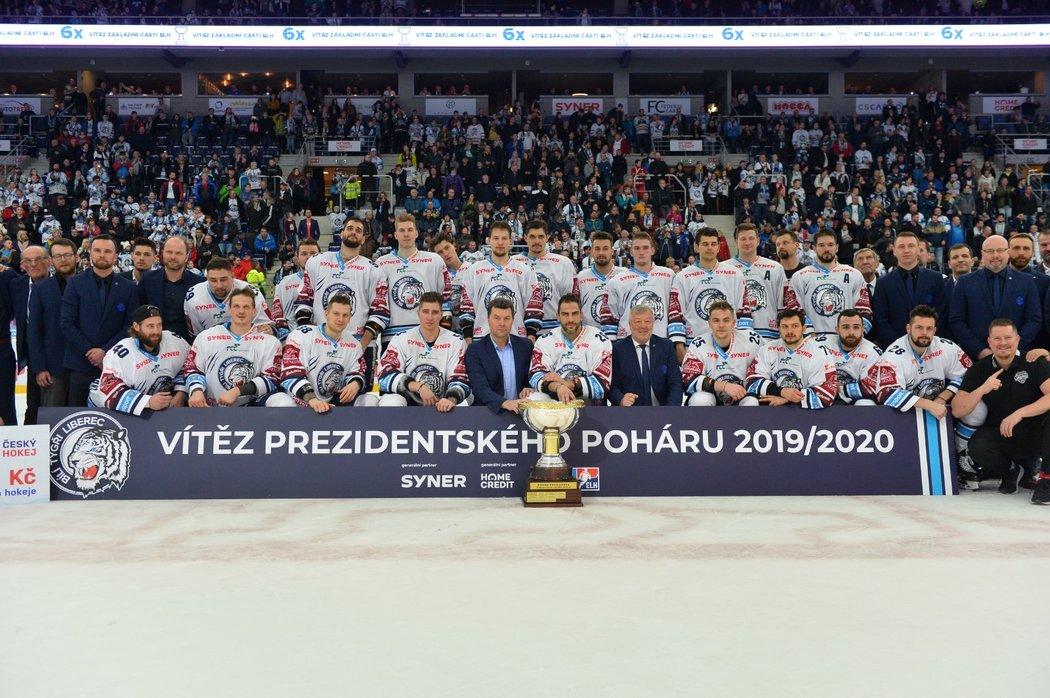 Bílí Tygři oslavují zisk Prezidentského poháru pro vítěze základní části