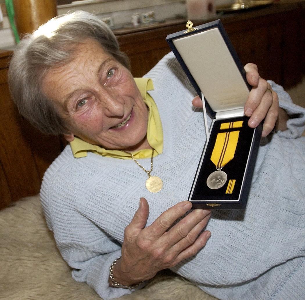 Dana Zátopková se státním vyznamenáním
