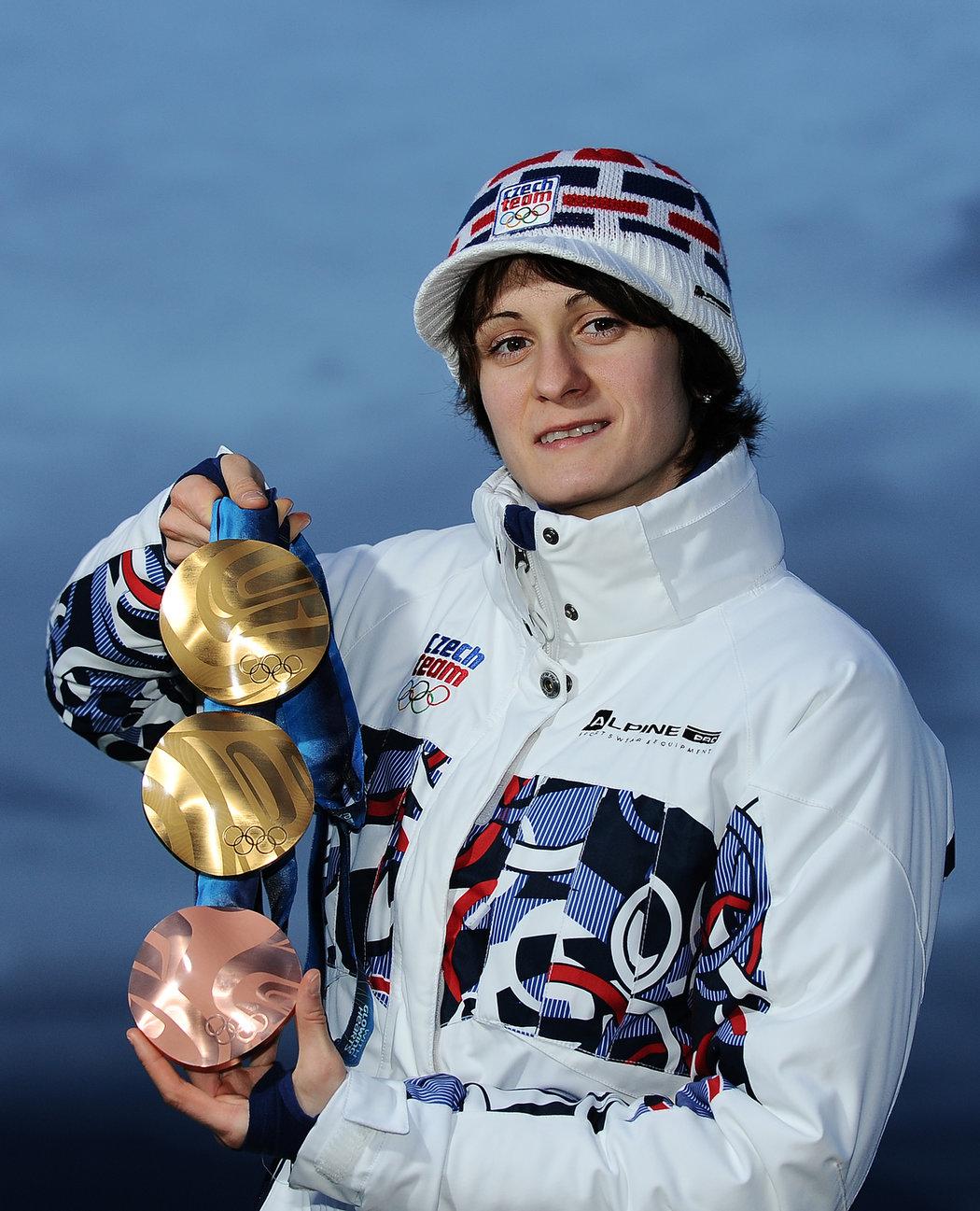 Martina Sáblíková se svojí medailovou sbírkou z Vancouveru
