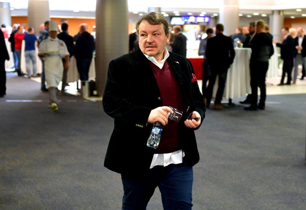 Prezident Českého hokeje Tomáš Král doporučil klubům, aby nevypovídali s hráči smlouvy