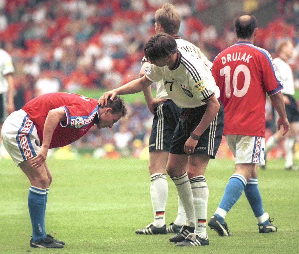 1996. Pavel Nedvěd při prvním zápase na EURO 1996 proti Německu. Souboj si oba týmy zopakovaly ve finále.