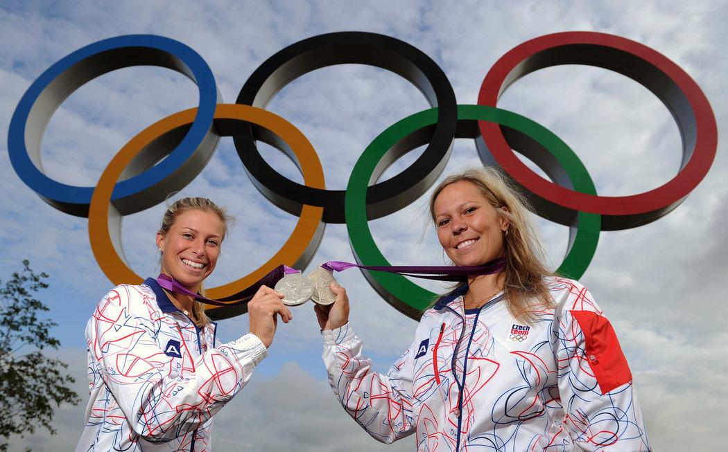 Lucie Hradecká a Andrea Hlaváčková s olympijským stříbrem ze čtyřhry