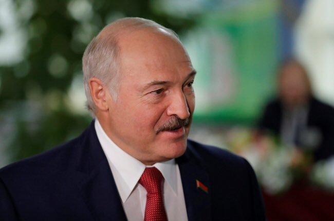 Běloruský prezident Alexandr Lukašenko nepovažuje pandemii koronaviru za hrozbu. V jeho zemi se tak nadále hraje hokeji i fotbal s fanoušky
