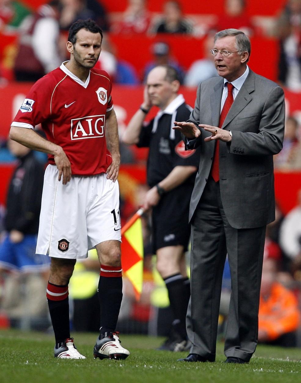 Ryan Giggs (vlevo) a Alex Ferguson (vpravo) společně zanechali v Manchesteru United výjimečnou stopu