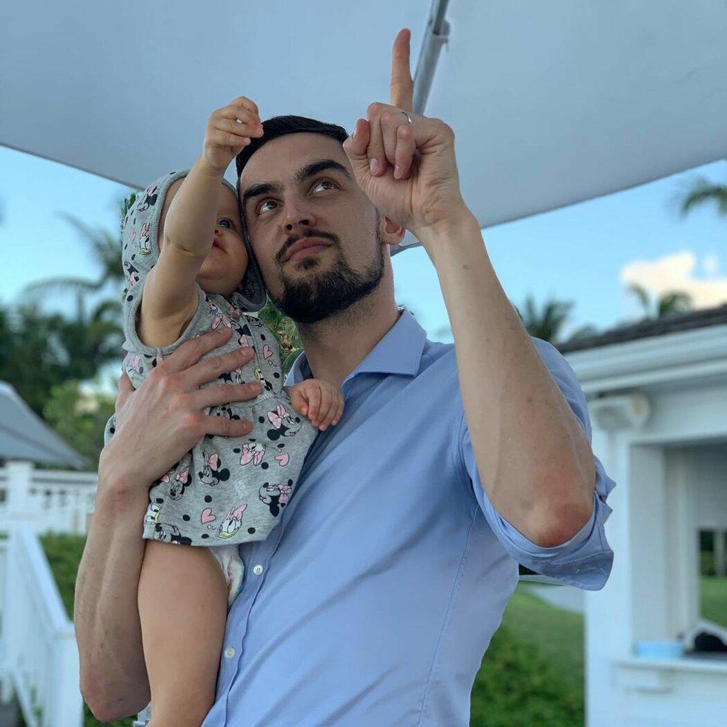 Nejlépe Tomáš Satoranský zrelaxuje u stavění lega, s kterým mu může pomáhat jeho téměř dvouletá dcera Sofia Gia