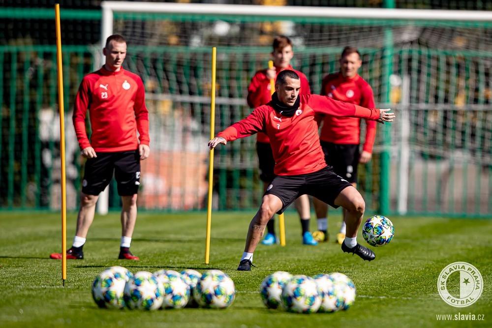 Fotbalisté Slavie na tréninku po koronavirové pauze