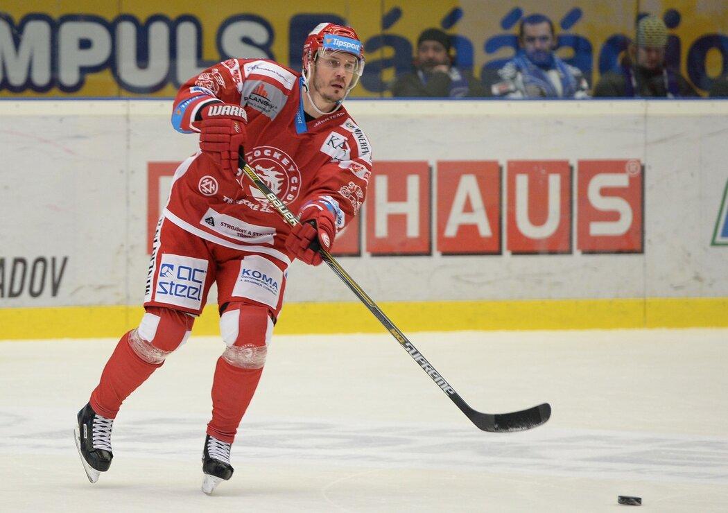 Lukáš Krajíček byl u obou titulů Třince v roce 2011 i 2019, kdy tým k poháru dovedl jako kapitán