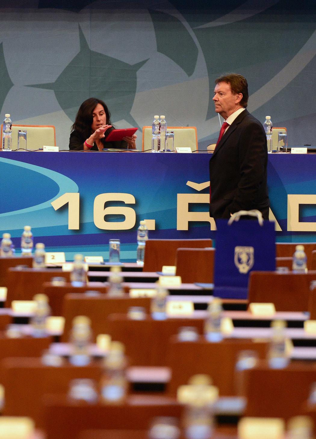 2014. Dagmar Damková a její partner Roman Berbr na Valné hromadě FAČR...