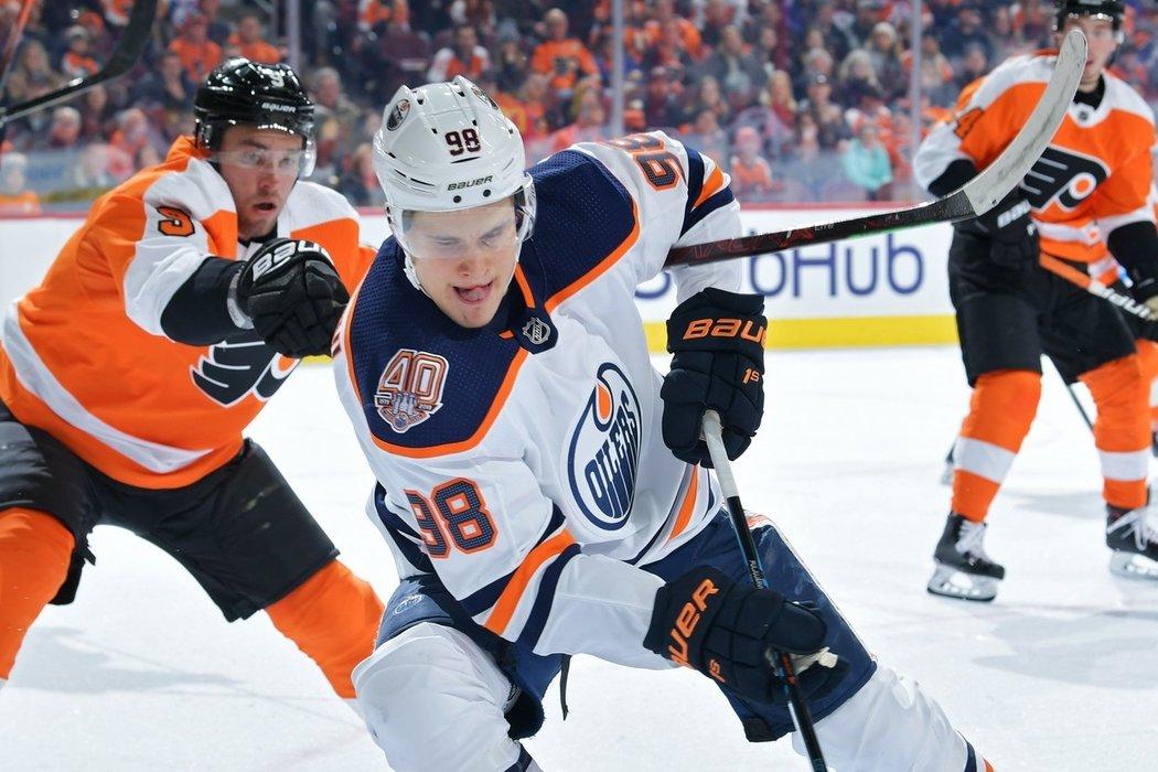 Útočník Jesse Puljujärvi, který se po neshodách s Edmontonem uchýlil na začátku této sezóny domů do Finska, je stále v hledáčku klubů NHL.