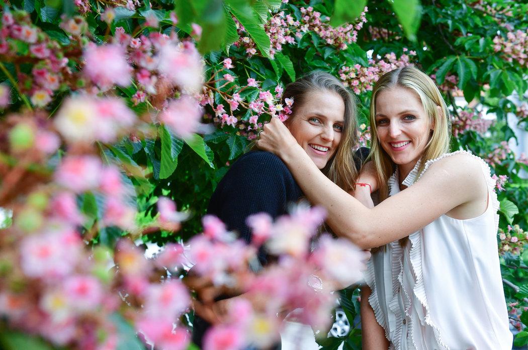Sestry Karolína (vlevo) a Kristýna Plíškovi jsou obě romantické duše, také se však v mnohém liší