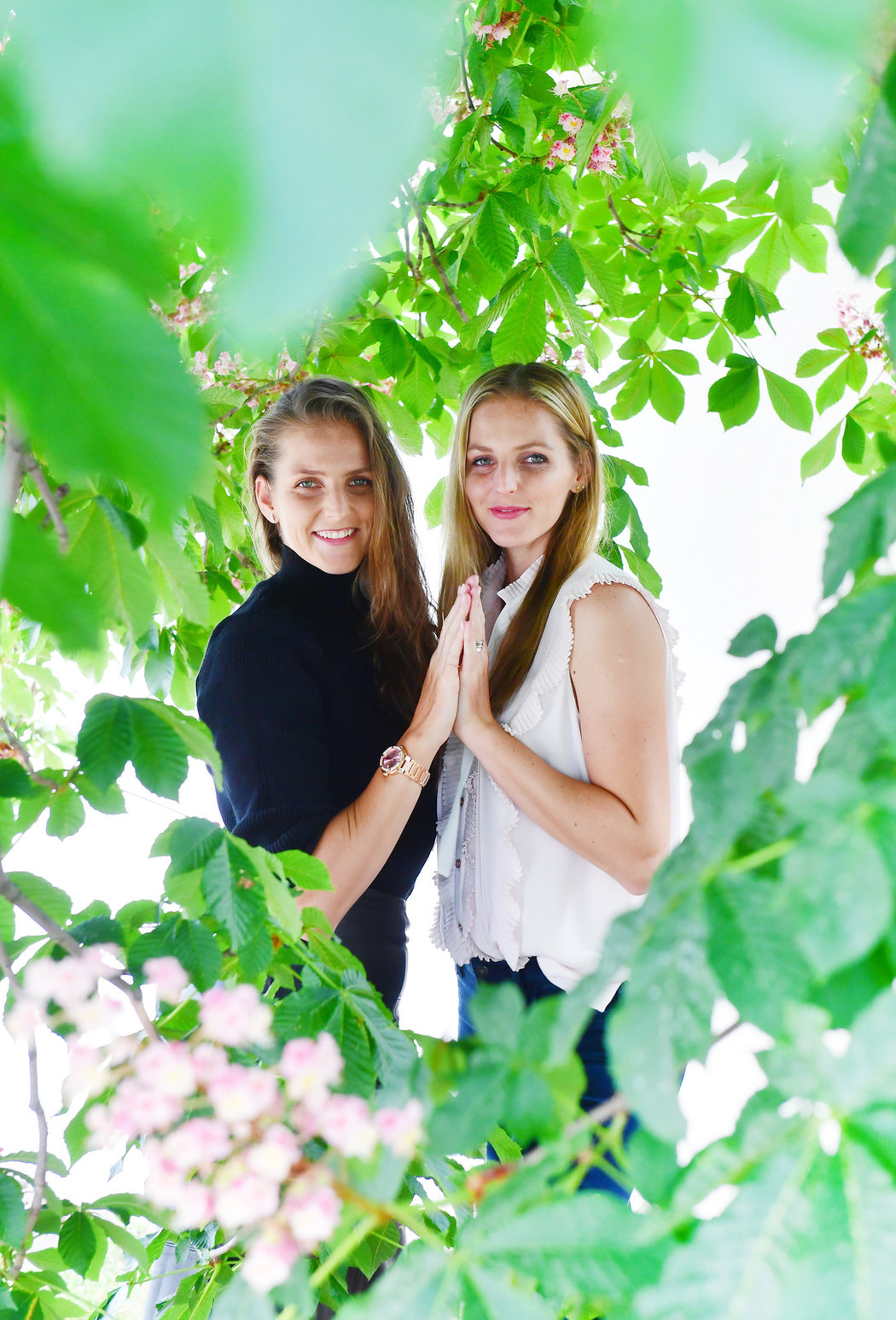 Slavné sestry Karolína (vlevo) a Kristýna Plíškovy na společném focení pro Sport magazín