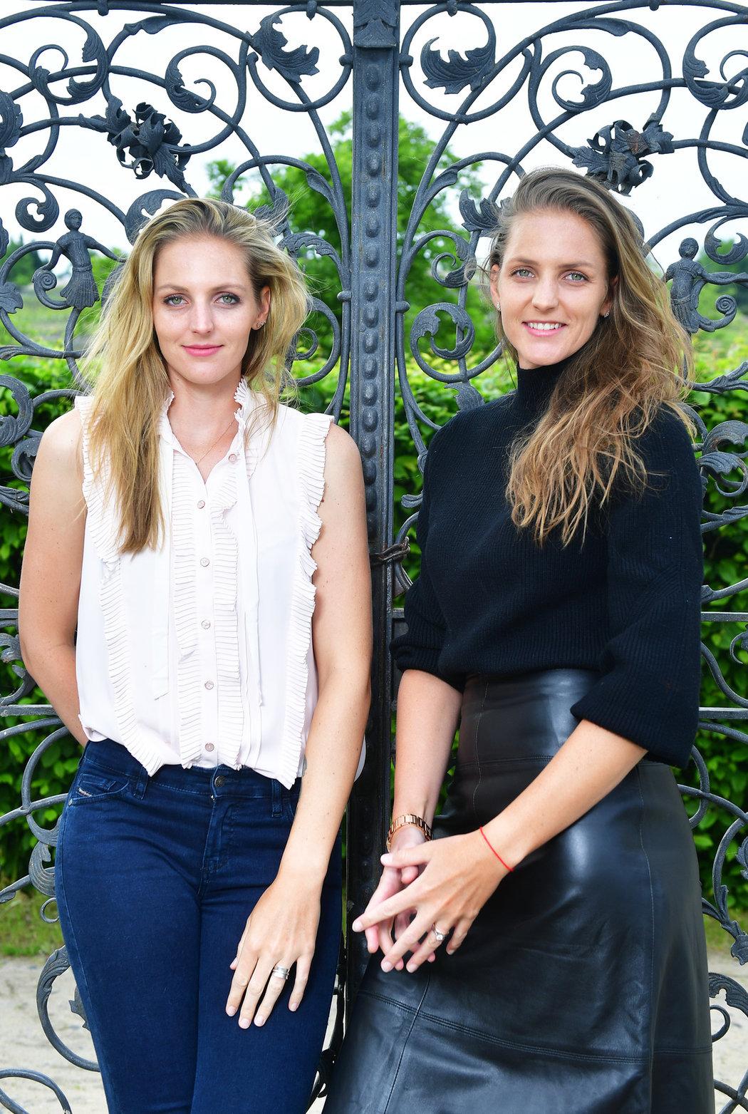 Tenisové sestry Kristýna (vlevo) a Karolína Plíškovy. Podle jejich slov už si je lidé pletou jen občas na zahraničních turnajích