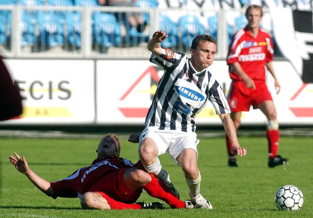 2005. David Lafata v utkání Gambrinus ligy mezi Českými Budějovicemi a Olomoucí