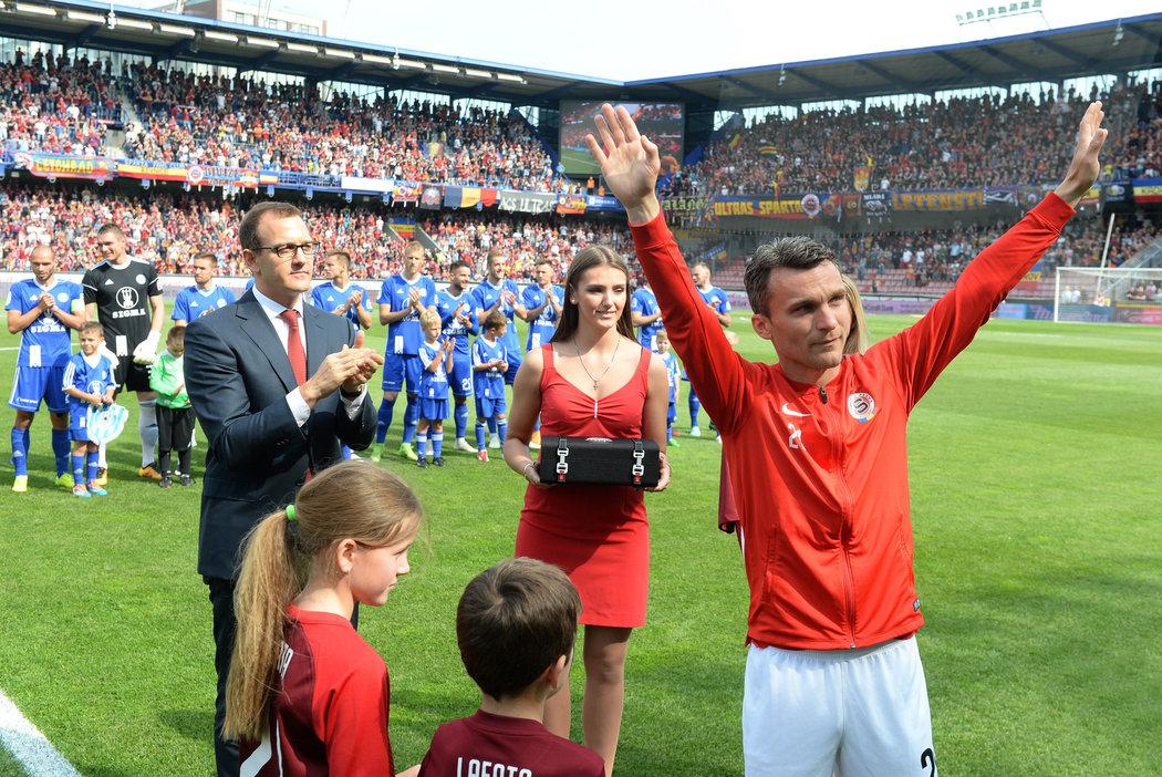 2018. David Lafata se loučí s fanoušky Sparty před svým posledním zápasem na Letné. V něm Pražané porazili Olomouc 1:0