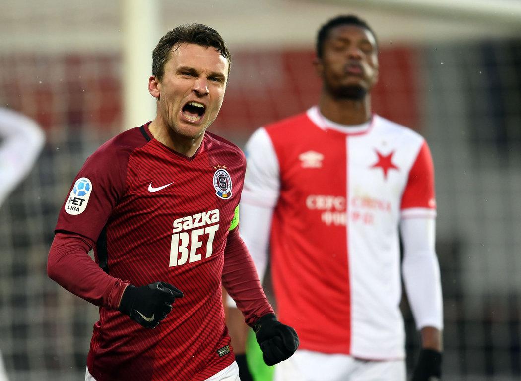 2018. David Lafata oslavuje jeden ze sparťanských gólů v derby proti Slavii