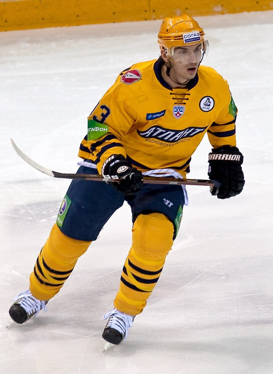 Od roku 2012 vyměnil útočník Nikolaj Žerděv celkem 11 klubů (10 v KHL, 1 ve VHL). Kvůli svým problémům s alkoholem se nikde nedokázal dlouho udržet