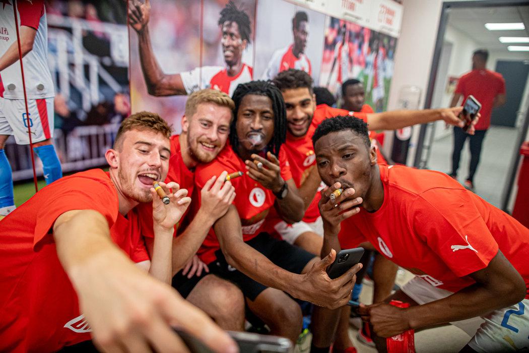 Slávistická radost v šatně během oslav ligového titulu