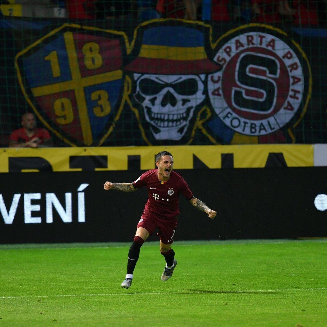 Sparťan David Moberg Karlsson oslavuje svou trefu ve finále proti Liberci, kterou srovnal na 1:1