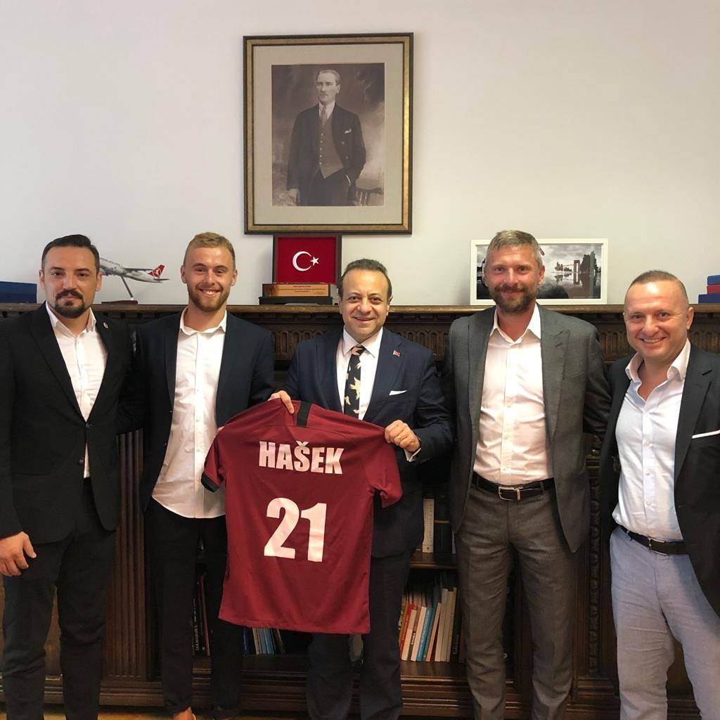 Martin Hašek se svým otcem navštívil tureckou ambasádu