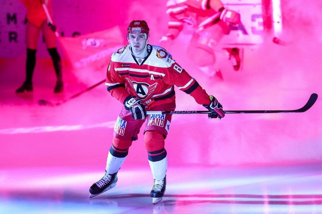 Nikita Tryamkin hrál za Canucks v sezonách 2015/16 a 2016/17. Poslední tři ročníky ale působil v KHL, kde oblékal dres Jekatěrinburgu.