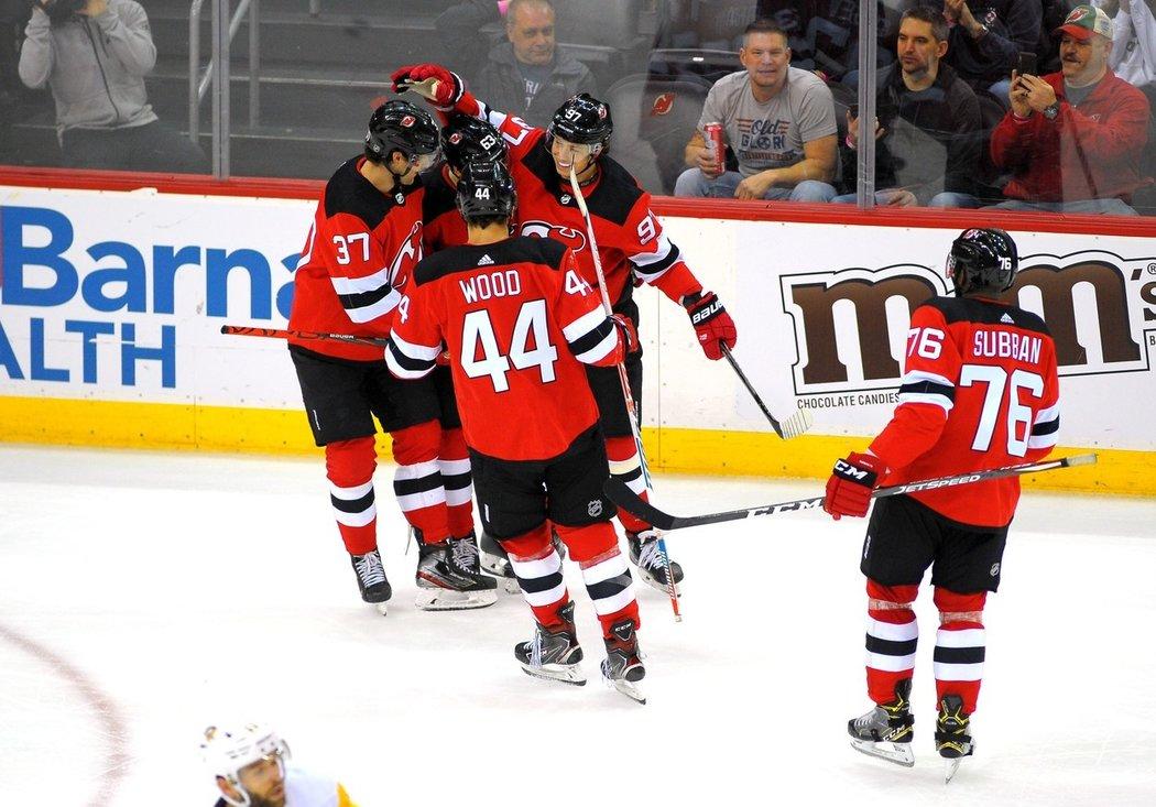 Hokejisté New Jersey se budou na příští sezonu NHL připravovat pod vedením nového trenéra. Zástupci Devils, kterých se netýká chystaná dohrávka přerušeného ročníku pro 24 týmů, angažovali Lindyho Ruffa.